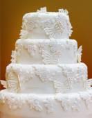 Delicious white wedding cake — Stock Photo