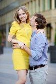 Unga vackra romantiska par — Stockfoto