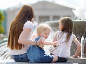 Genç anne ve kızları — Stok fotoğraf