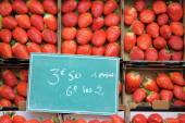 Sweet fresh strawberry for sale — Stock Photo