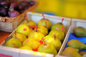 Sweet pears on farmer market — Stock Photo