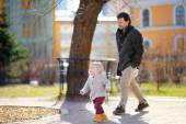 Father with his toddler son walking and playing outdoors — Stock Photo
