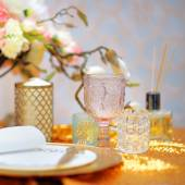 Conjunto de mesa ouro elegante — Fotografia Stock