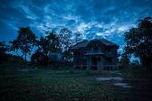 Abandoned old house — Stockfoto