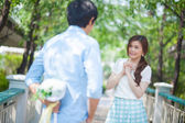 Man ready to give flowers to girlfriend — Stock Photo