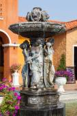 View of fountain and restaurant — Stock Photo