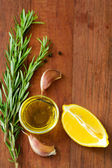 Olive oil with garlic and rosemary — Stock Photo