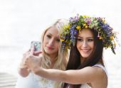 Friends taking selfie with phone — Stock Photo