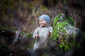 Little girl smiling in autumn forest — Stock Photo