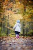 Little girl in Autumn fun — Stock Photo