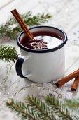 Mulled wine in mug — Stock Photo