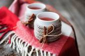 Mulled wine in mugs — Stock Photo