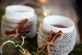Mulled wine in mugs — Stockfoto