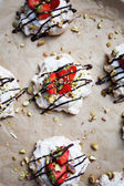 Homemade strawberry pavlova — Stock Photo