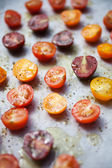 Preparing roasted tomatoes — Stock Photo
