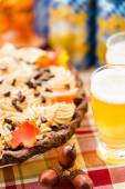 Pumpkin Pie and beer for Thanksgiving. — Stock Photo