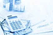Calculating income tax return with folded cash — Stock Photo