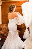 Bride dressing up for wedding — Stock Photo