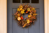 Wreath on the wooden door — Stock Photo