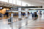 People at airport check in — Stockfoto
