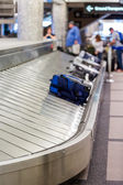 Picking up luggage after the flight — Fotografia Stock