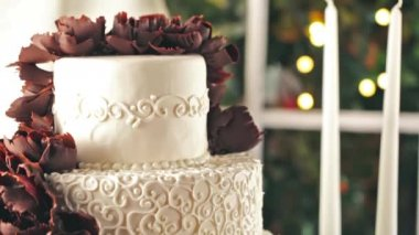 Gourmet tiered wedding cake — Stockvideo