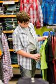 Teenager boy shopping — Stock Photo