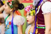 Kids performance in traditional Russian costumes — Stock Photo