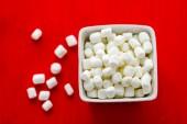 Small round white marshmallows — Stockfoto