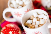 Hot chocolate with small white marshmallows — Stock Photo