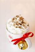 Hot chocolate with whipped cream and chocolate shavings — Stock Photo