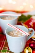 Hot chocolate garnished with small white marshmallows — Stock Photo