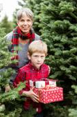 Family at Christmas tree farm with gifts — Foto de Stock