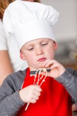 Little boy Baking — Stockfoto