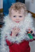 Little boy decorating Christmas tree — Stock Photo