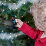 Little boy decorating Christmas tree — Stock Photo #60061283