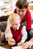 Father and son at Christmas time — Stockfoto