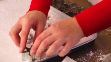 Making marshmallows in shapes of snowflakes — Stock Video