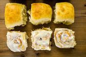 Freshly baked sourdough breads and cinnamon rolls — Stock fotografie