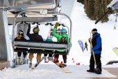 People at cable way, ski resort at Arapahoe Basin — Stock Photo