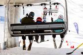 Lidé na kabel způsobem, lyžařské středisko v povodí Arapahoe — Stock fotografie