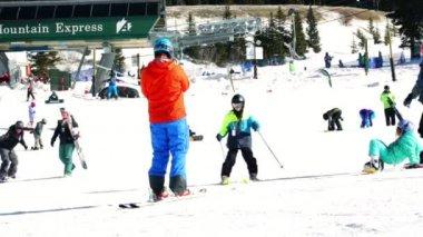 Estância de esqui na bacia Arapahoe, Colorado — Vídeo stock
