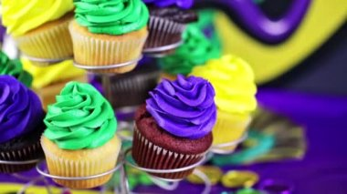 Cupcakes with colorful icing for Mardi Gras — Stockvideo