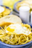 Fresh pasta pangrattato with crispy eggs — Stok fotoğraf