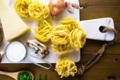Kremalı mantar soslu fettuccine için malzemeler — Stok fotoğraf