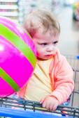 Toddler girl at the grocery store. — Stock Photo