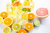 Water with fresh citrus fruits and ice — Zdjęcie stockowe
