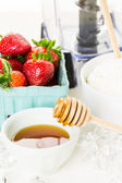 Ingredients for smoothie with plain yogurt and berries — Stock Photo