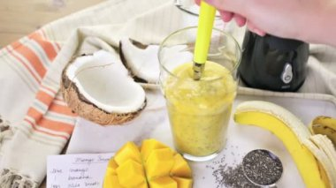 Mango banana smoothie with chia seeds — Stock Video