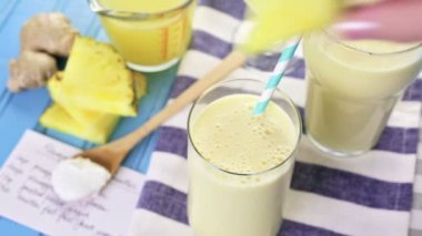 Pineapple ginger smoothie with Greek yogurt — Stock Video